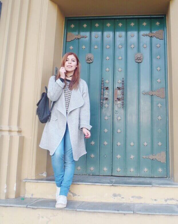romwe gray long coat light blue jeans converse sneakers choker deborah ferrero streetstyle style by deb09
