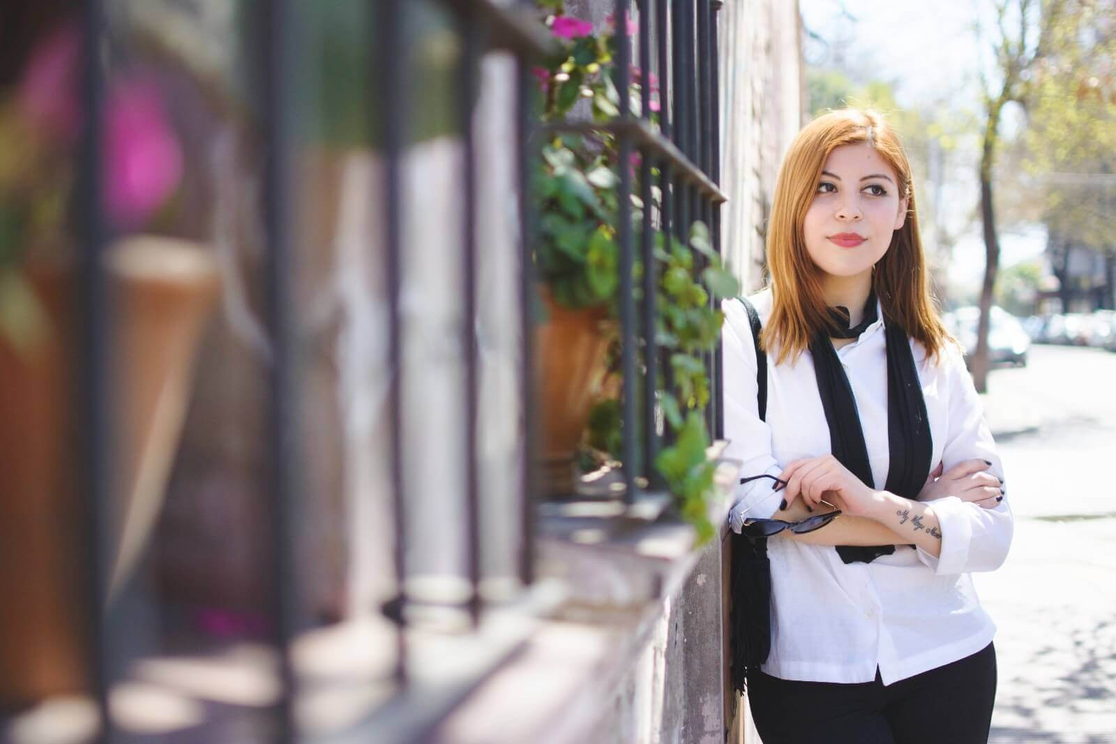 white-shirt-skinny-scarf-black-jeans-zaful-black-suede-shoes-deborah-ferrero-style-by-deb02