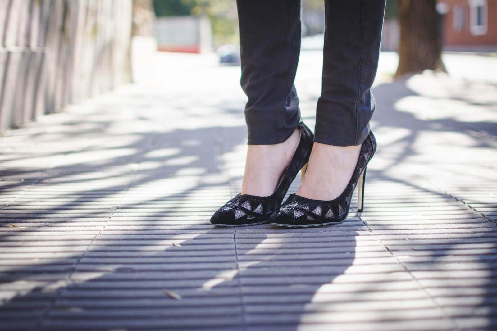 white-shirt-skinny-scarf-black-jeans-zaful-black-suede-shoes-deborah-ferrero-style-by-deb03