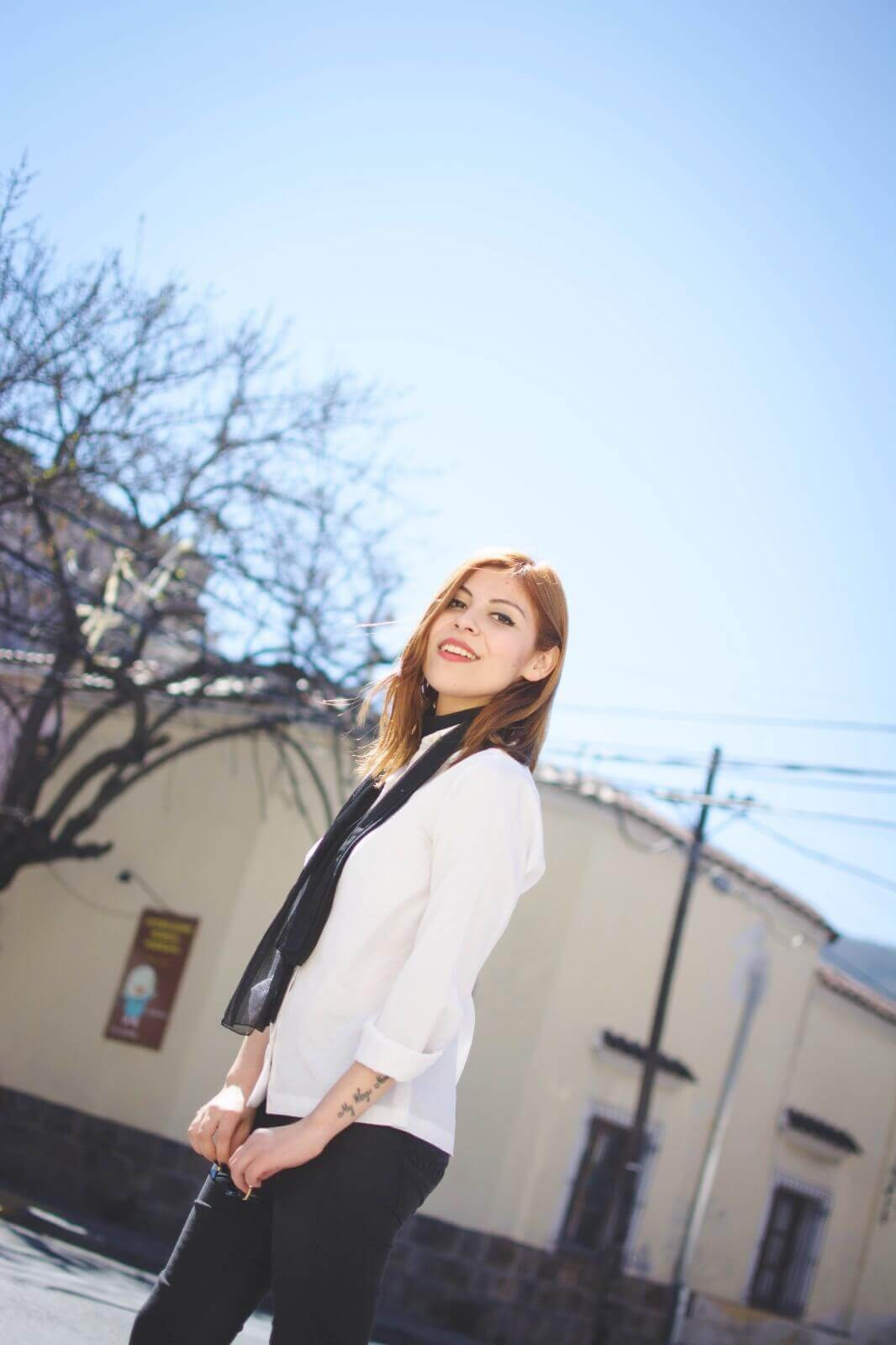 white-shirt-skinny-scarf-black-jeans-zaful-black-suede-shoes-deborah-ferrero-style-by-deb04