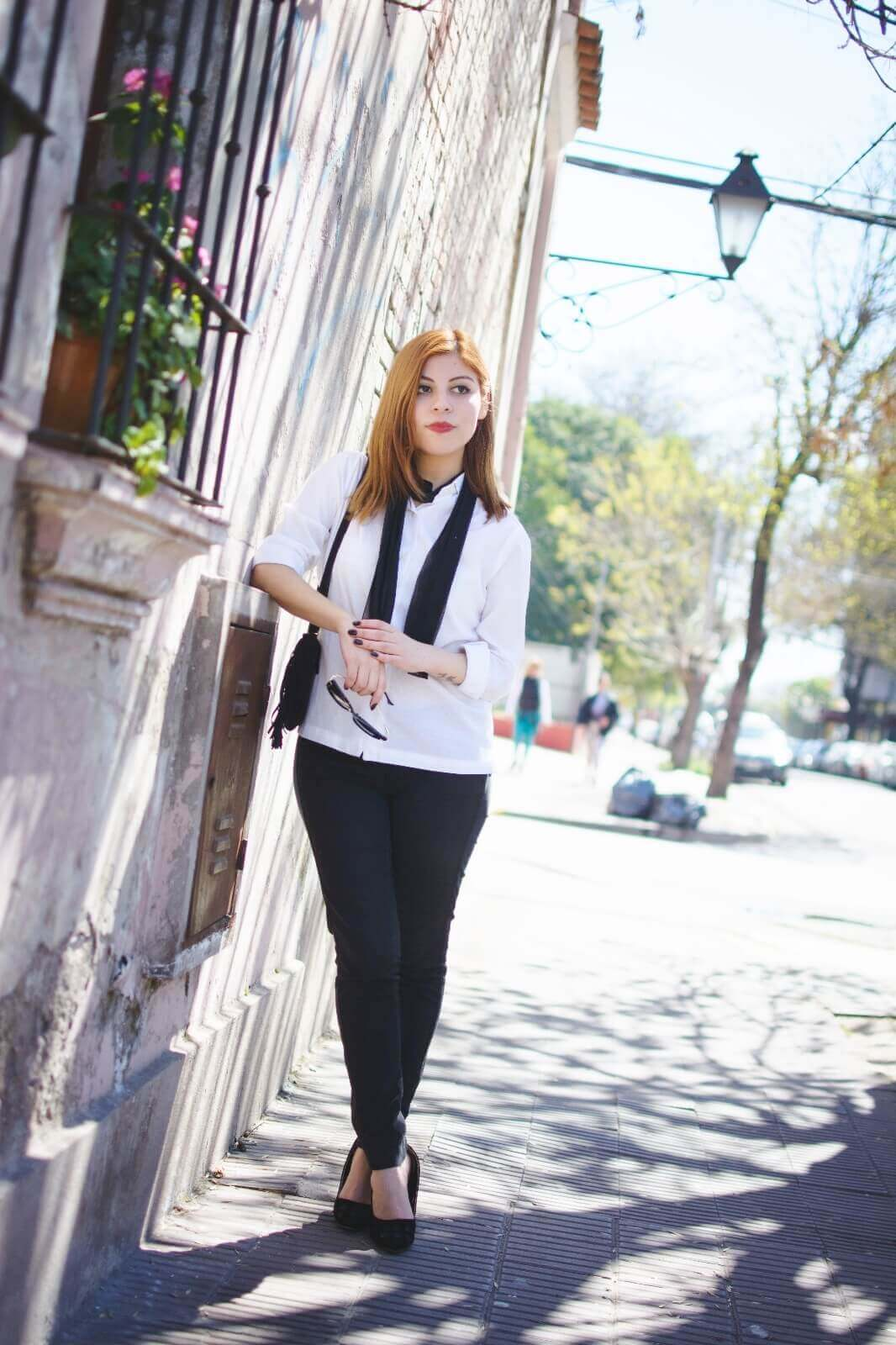 white-shirt-skinny-scarf-black-jeans-zaful-black-suede-shoes-deborah-ferrero-style-by-deb05
