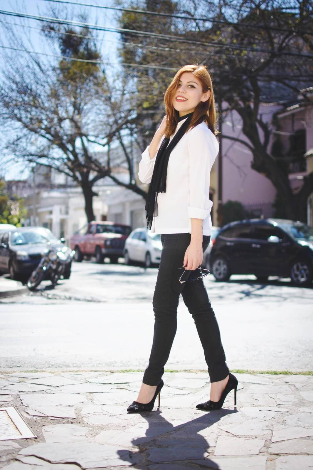 white-shirt-skinny-scarf-black-jeans-zaful-black-suede-shoes-deborah-ferrero-style-by-deb07
