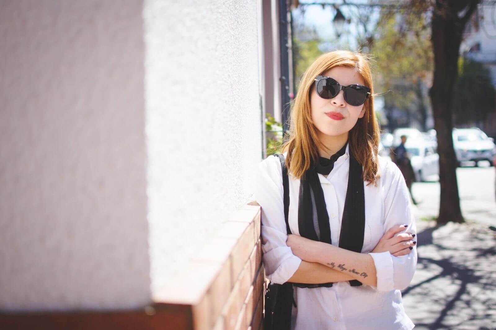 white-shirt-skinny-scarf-black-jeans-zaful-black-suede-shoes-deborah-ferrero-style-by-deb09