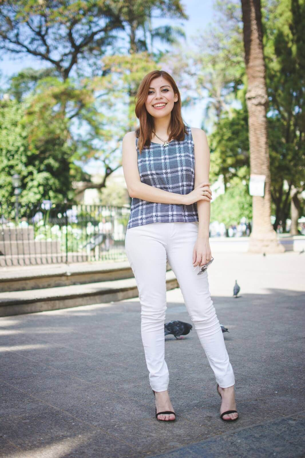 black-and-white-top-skinny-jeans-deborah-ferrero-style-by-deb-gamiss-sandals-streetstyle06