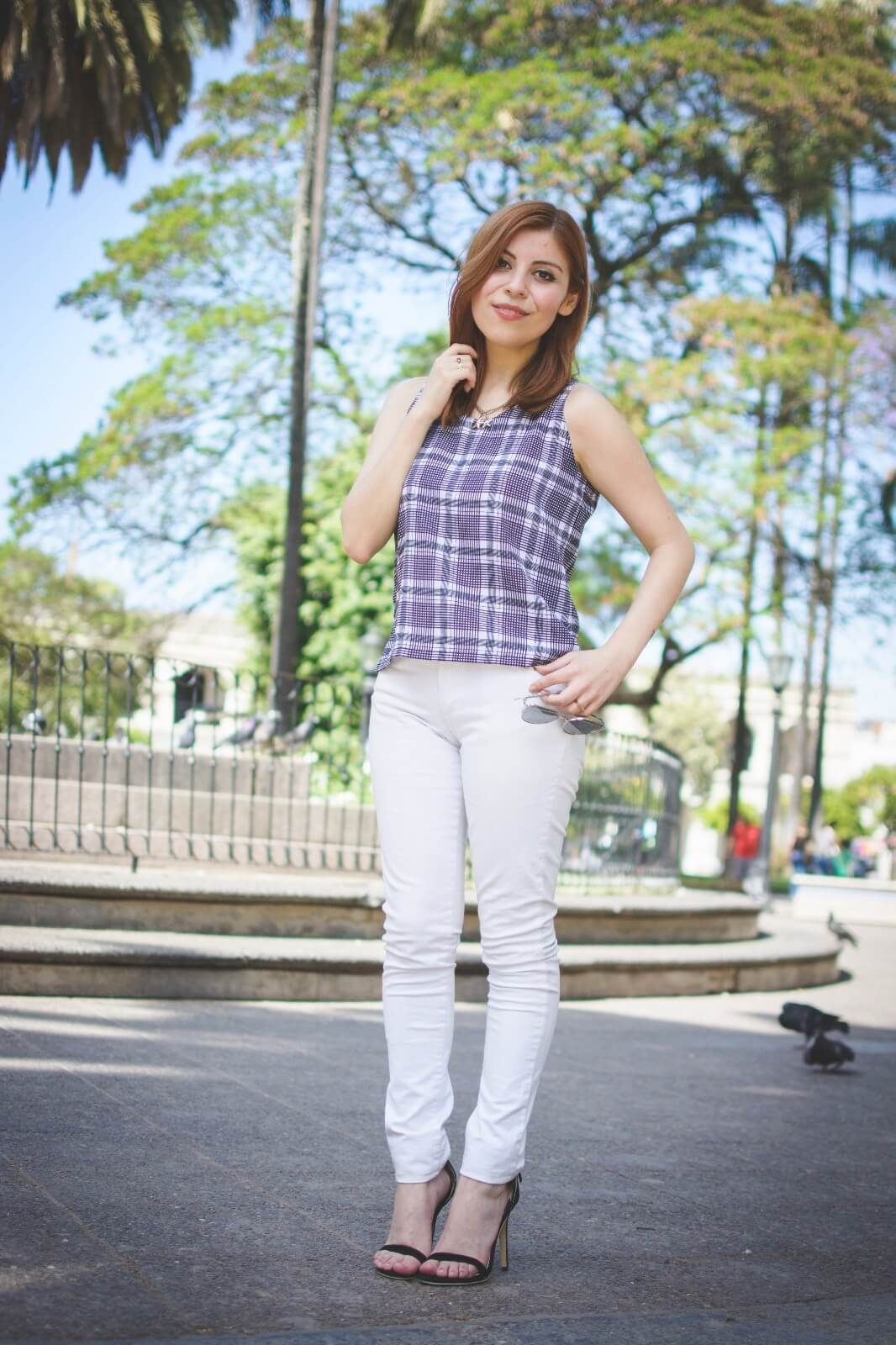 black-and-white-top-skinny-jeans-deborah-ferrero-style-by-deb-gamiss-sandals-streetstyle07