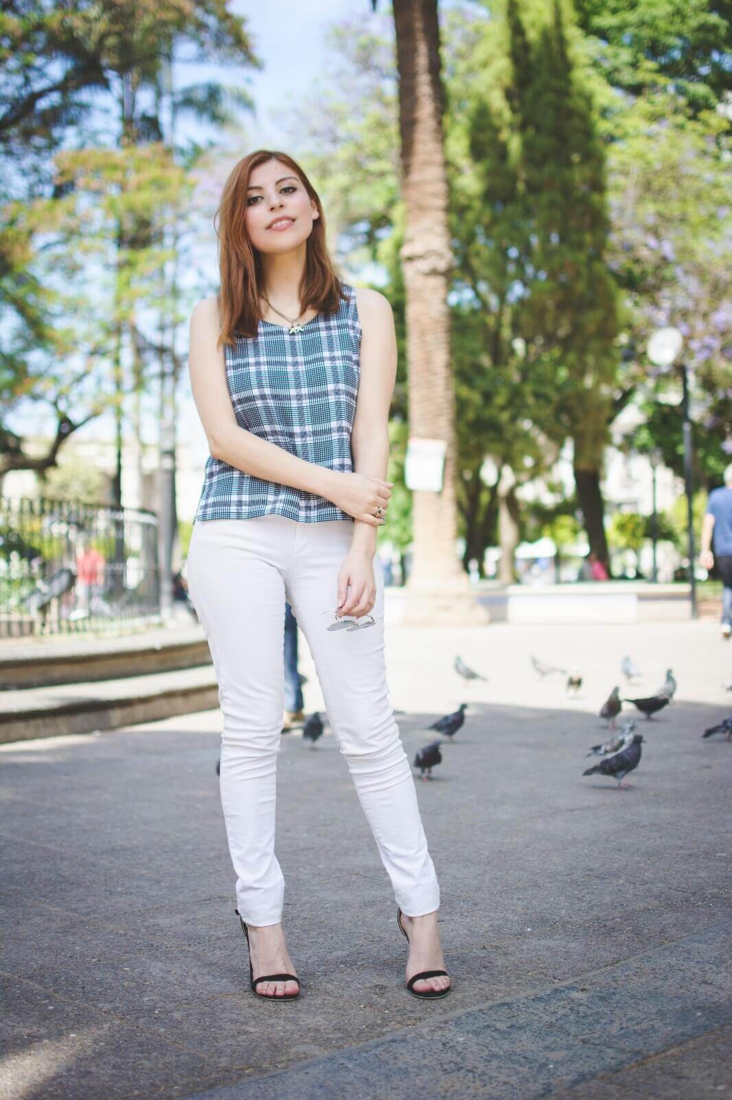 black-and-white-top-skinny-jeans-deborah-ferrero-style-by-deb-gamiss-sandals-streetstyle12