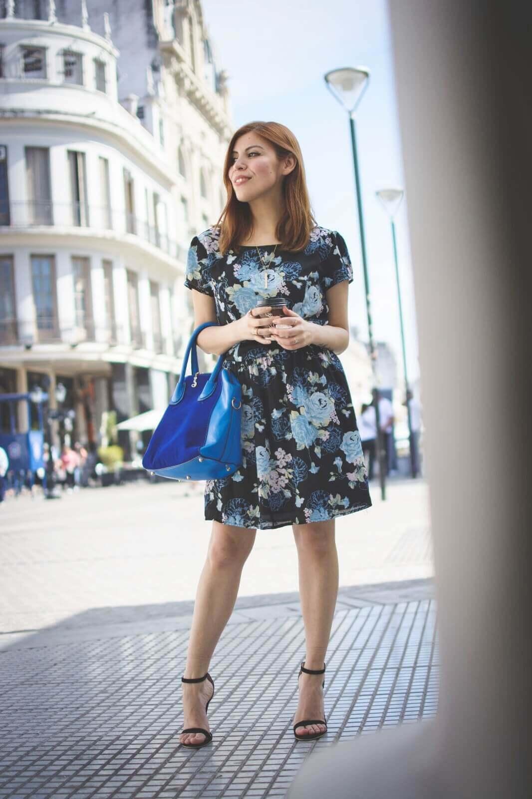 gamiss-black-strappy-sandals-blue-floral-dress-rosegal-cobalt-blue-tote-bag-deborah-ferrero-style-by-deb02
