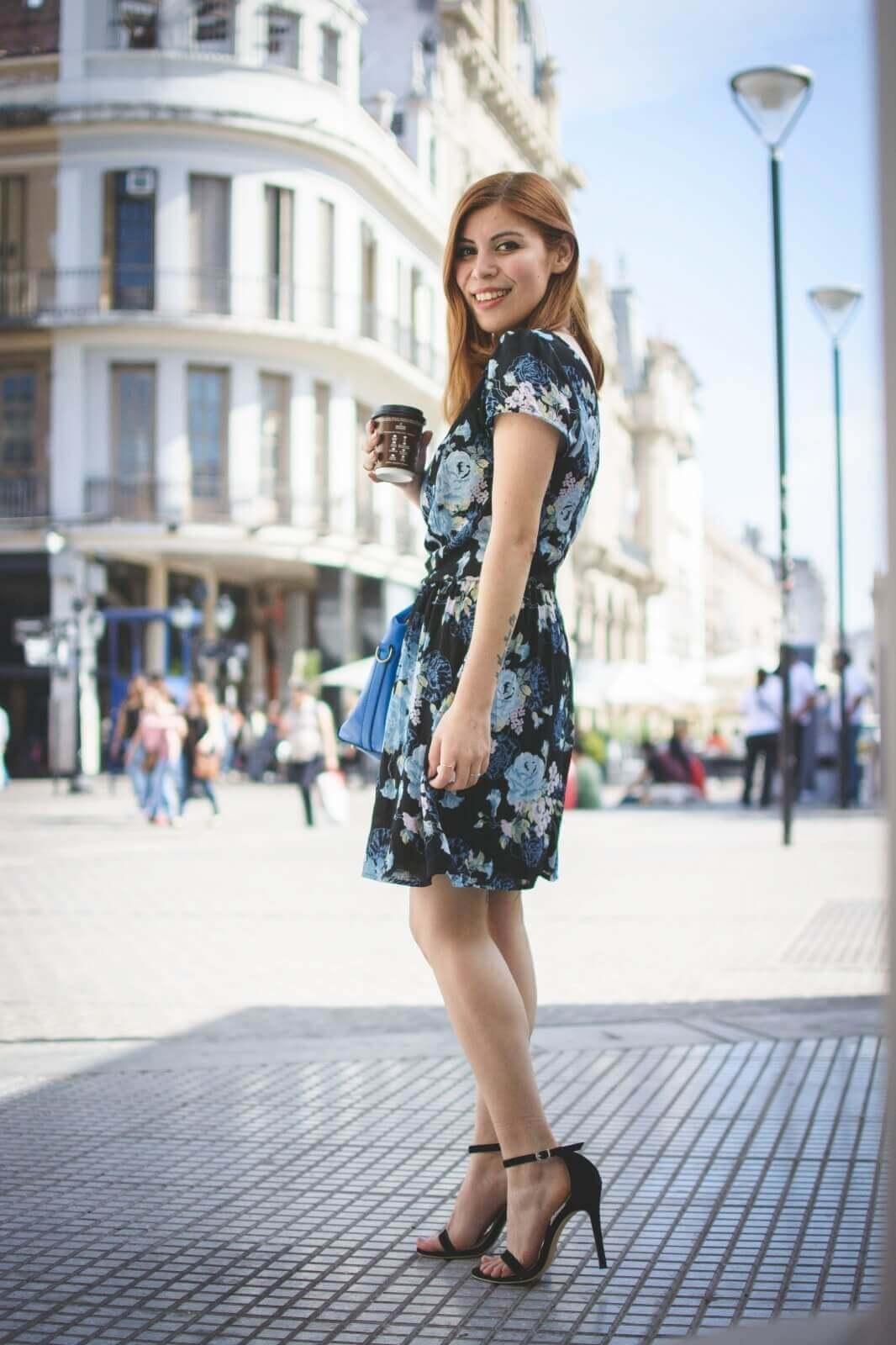 gamiss-black-strappy-sandals-blue-floral-dress-rosegal-cobalt-blue-tote-bag-deborah-ferrero-style-by-deb05