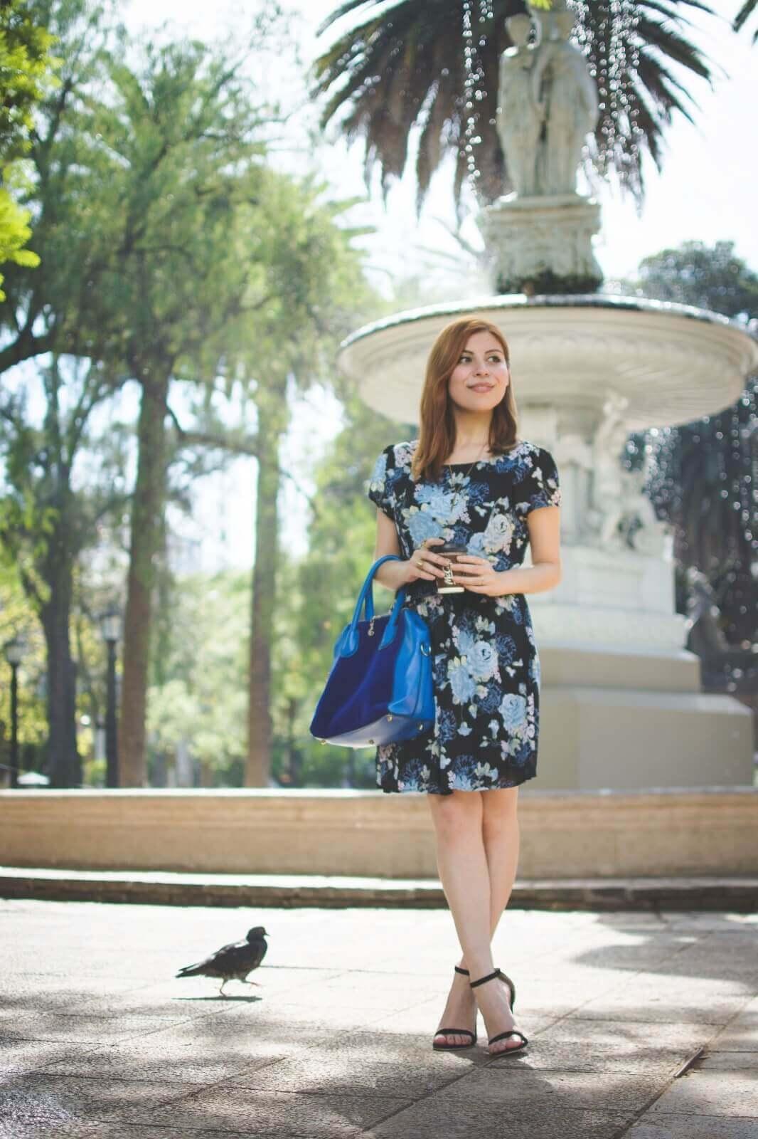 gamiss-black-strappy-sandals-blue-floral-dress-rosegal-cobalt-blue-tote-bag-deborah-ferrero-style-by-deb07