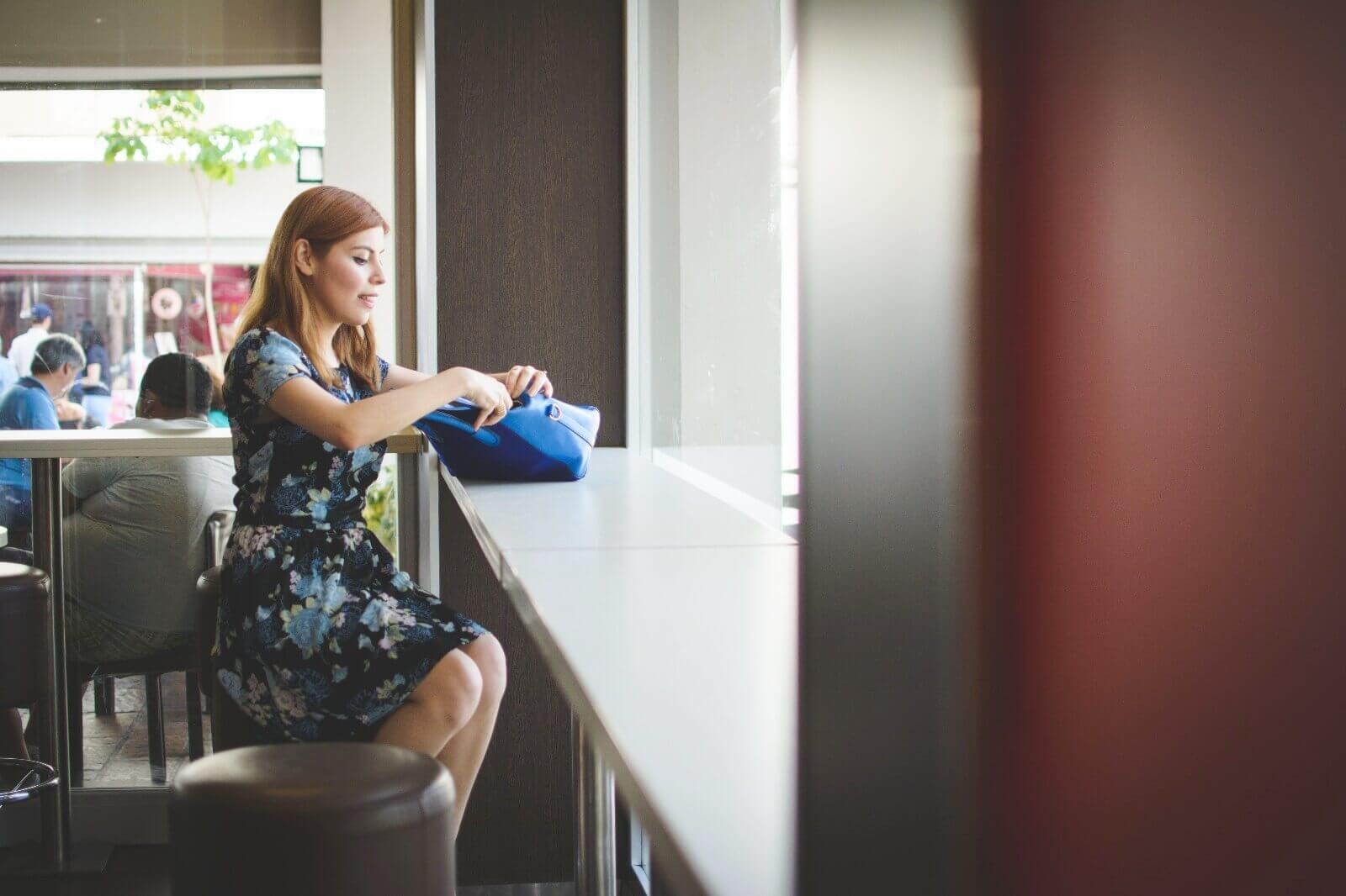 gamiss-black-strappy-sandals-blue-floral-dress-rosegal-cobalt-blue-tote-bag-deborah-ferrero-style-by-deb08