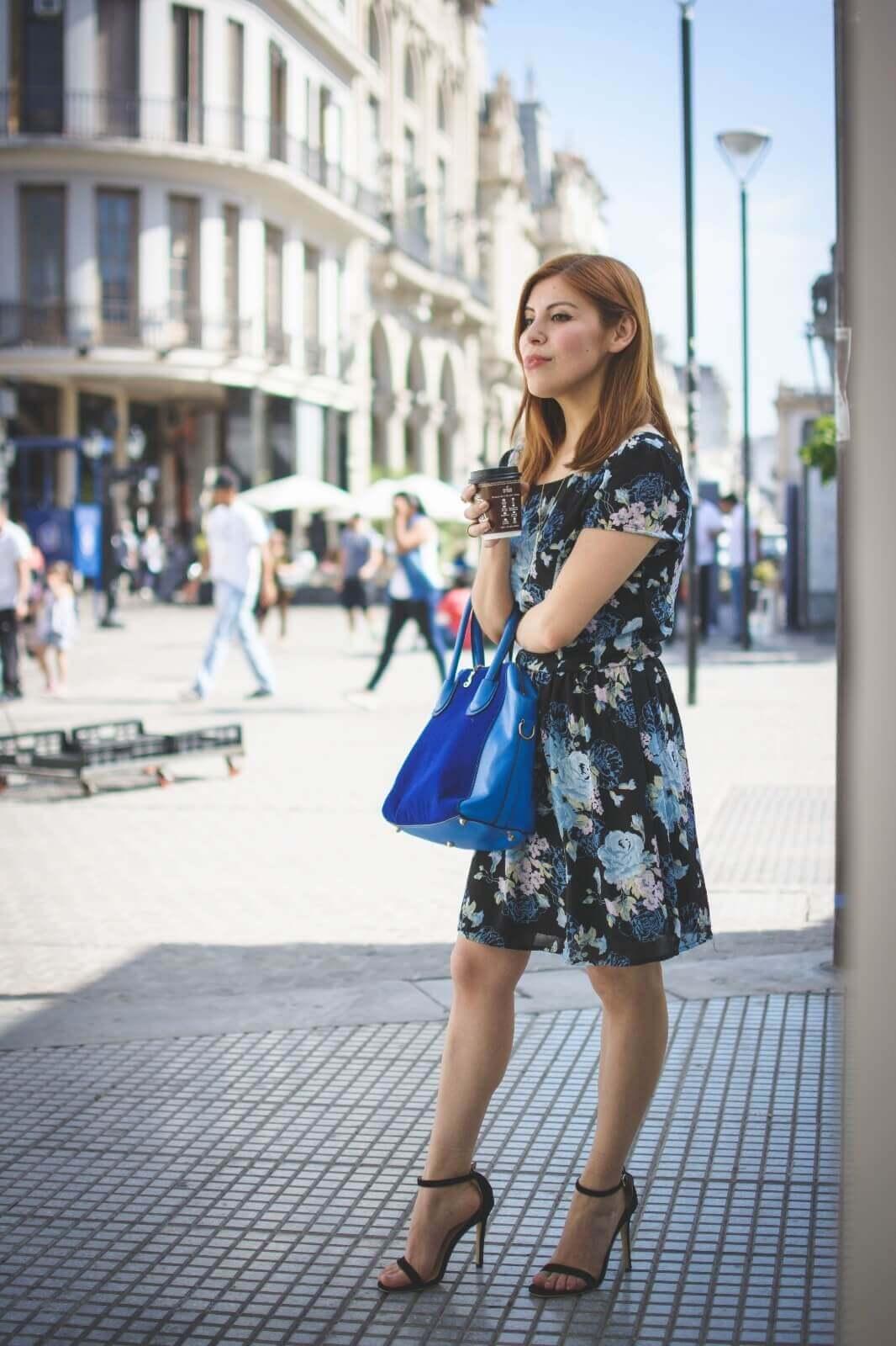 gamiss-black-strappy-sandals-blue-floral-dress-rosegal-cobalt-blue-tote-bag-deborah-ferrero-style-by-deb09