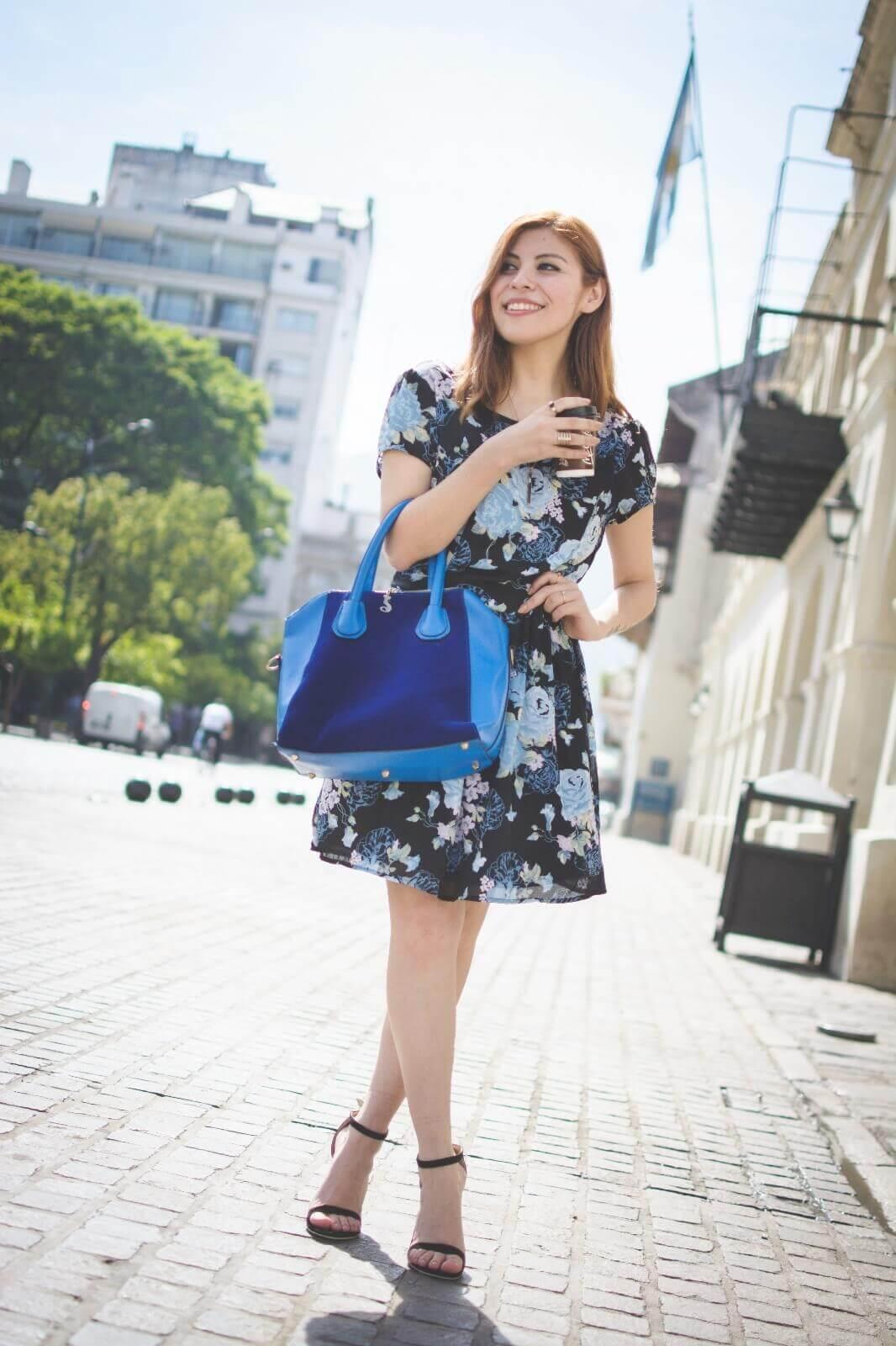 gamiss-black-strappy-sandals-blue-floral-dress-rosegal-cobalt-blue-tote-bag-deborah-ferrero-style-by-deb14