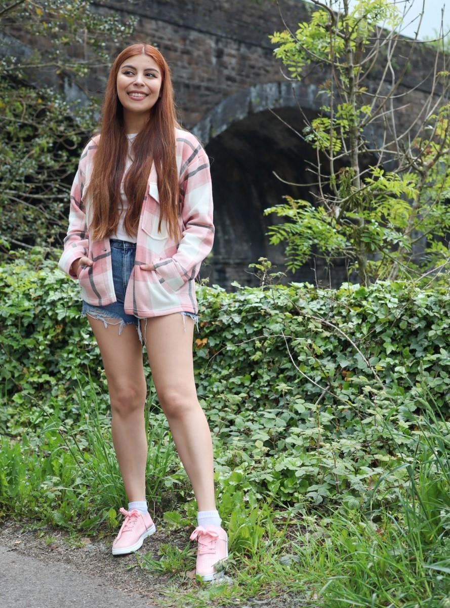 pink plaid shakcet blue denim shorts
