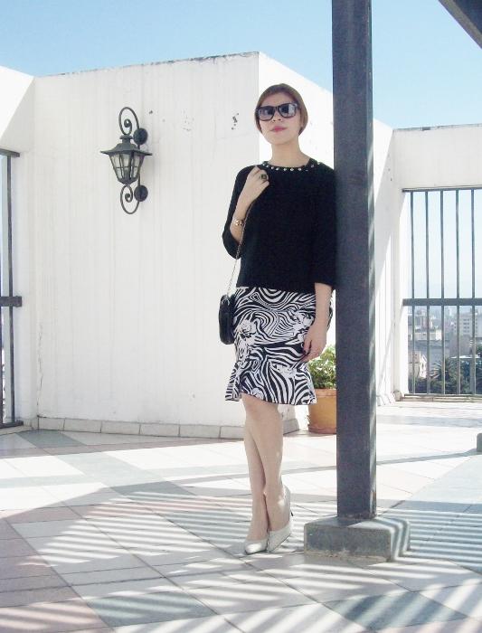 Pattern-flared-skirt-zebra-fashion-blogger-streetstyle-officewear-03