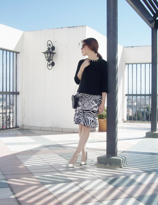 Pattern-flared-skirt-zebra-fashion-blogger-streetstyle-officewear-09