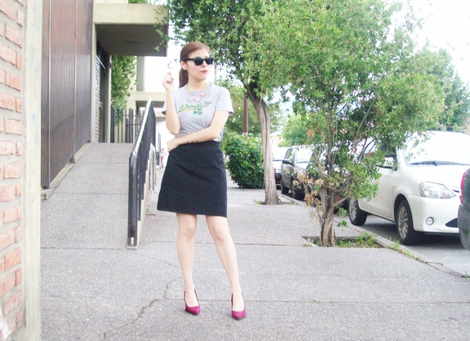 black-skirt-old-tshirt-pink-shoes-streetstyle-00