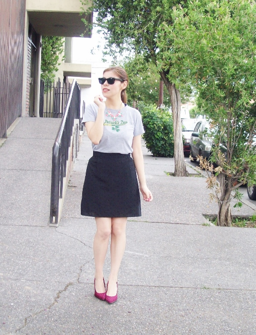 black-skirt-old-tshirt-pink-shoes-streetstyle-01