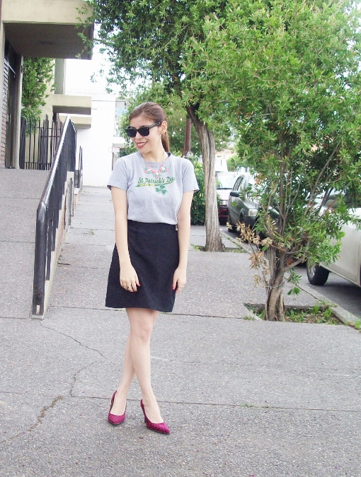 black-skirt-old-tshirt-pink-shoes-streetstyle-06