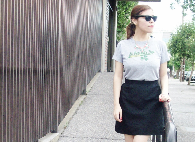 black-skirt-old-tshirt-pink-shoes-streetstyle-11