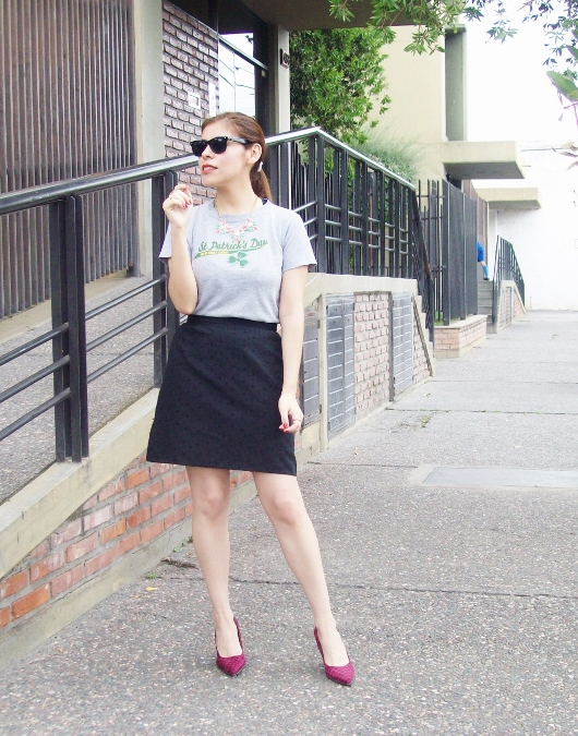 black-skirt-old-tshirt-pink-shoes-streetstyle-17