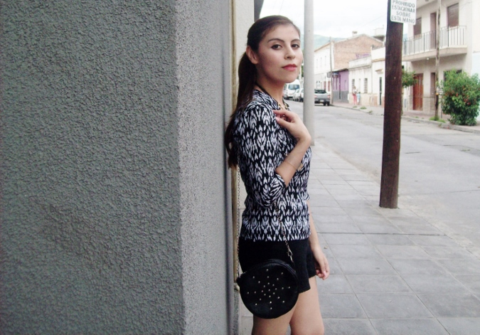 blackandwhite-printed-blouse-summer2015-streetstyle-casual03