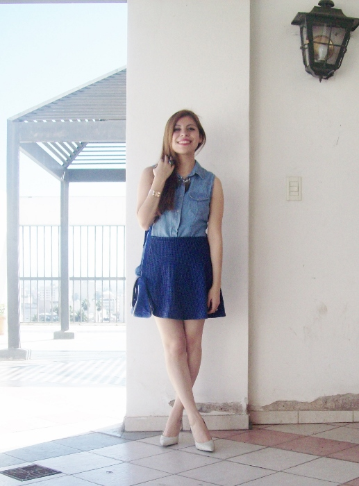 blue-denim-mini-white-streetstyle-summer02