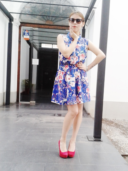 blue-floral-dress-pink-shoes-pumps-streetstyle-blogger-argentina02
