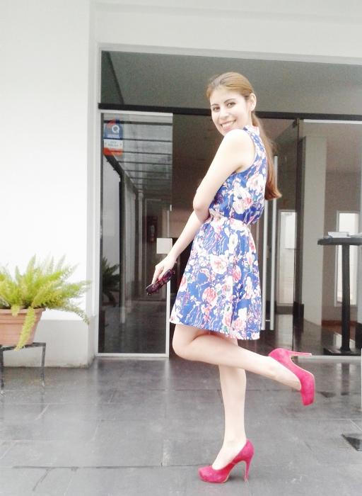 blue-floral-dress-pink-shoes-pumps-streetstyle-blogger-argentina08