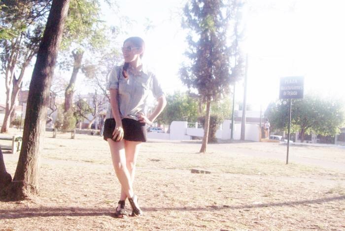 denim-shirt-black-shorts-gladiator-sandals-summer-2015-streetstyle-01