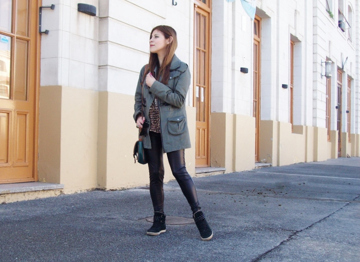 military-green-parka-faux-leather-leggings-streetstyle-argentina-blogger-animal-print05