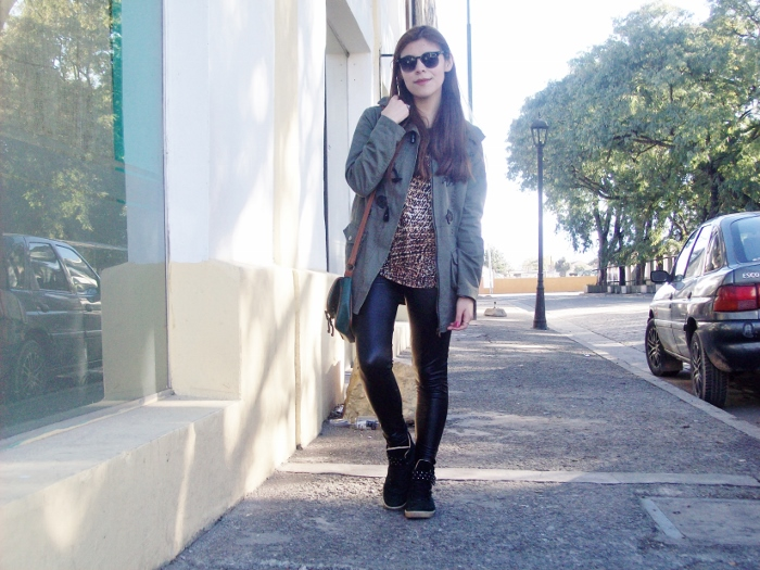 military-green-parka-faux-leather-leggings-streetstyle-argentina-blogger-animal-print11
