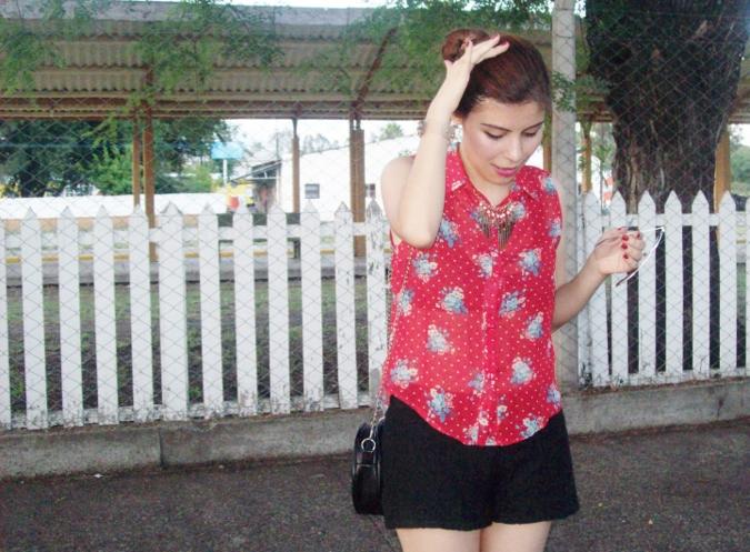 red-shirt-white-stilettos-streetstyle03
