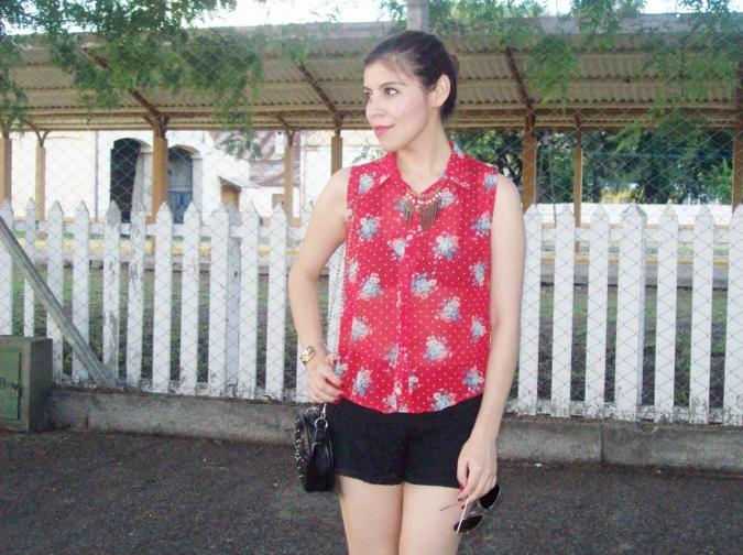 red-shirt-white-stilettos-streetstyle08