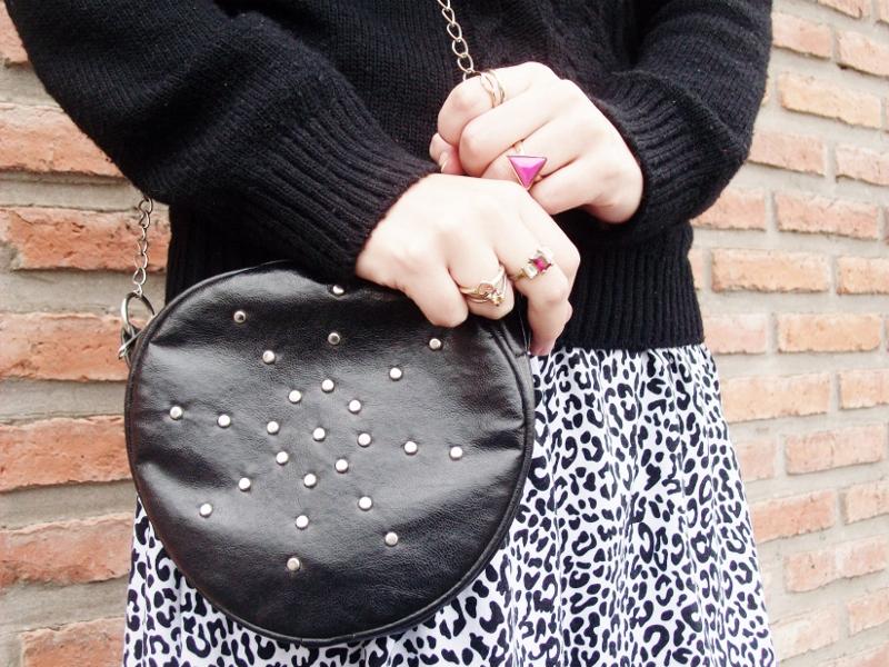 sweater-streetstyle-blogger-argentina-blackandwhite-roundedbag